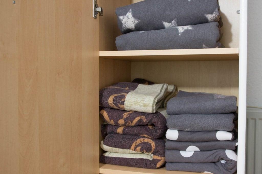 endlich ordnung im kleiderschrank schritt 1 entr mpeln miss konfetti. Black Bedroom Furniture Sets. Home Design Ideas